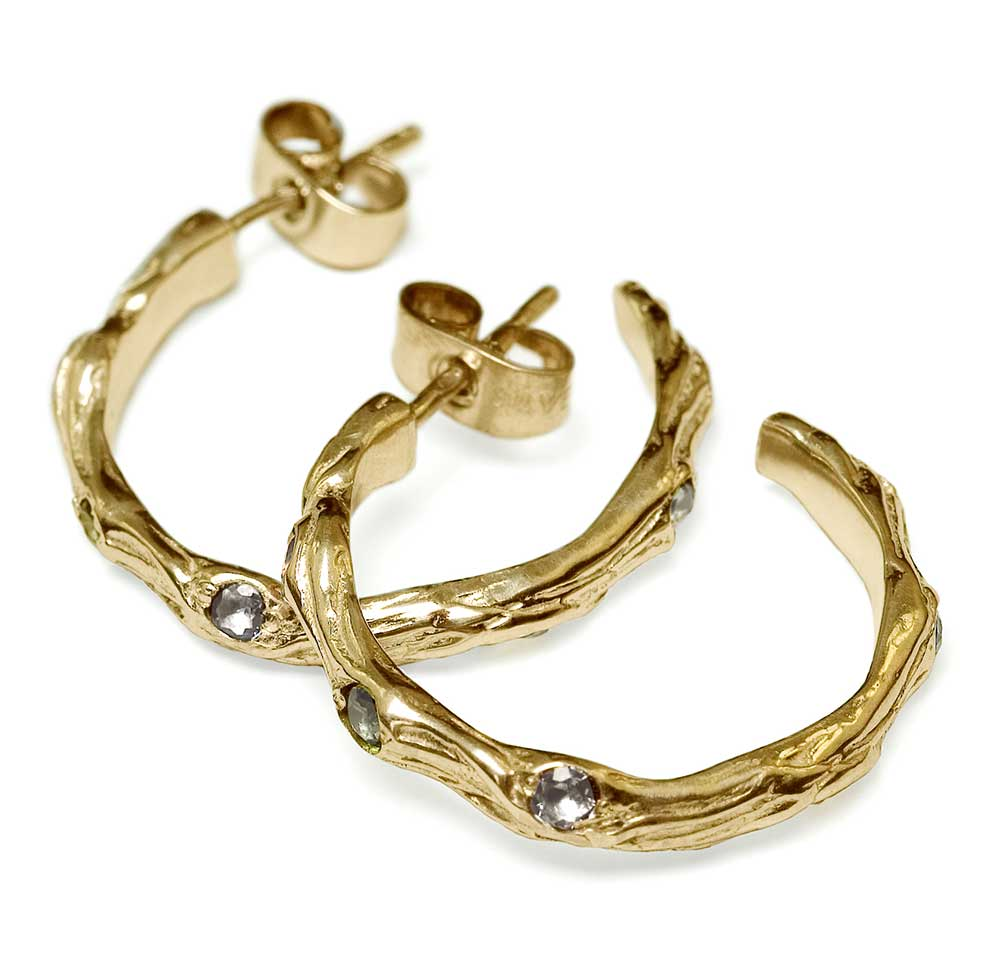 SMALL GOLD TWIG SMALL HOOP EARINGS