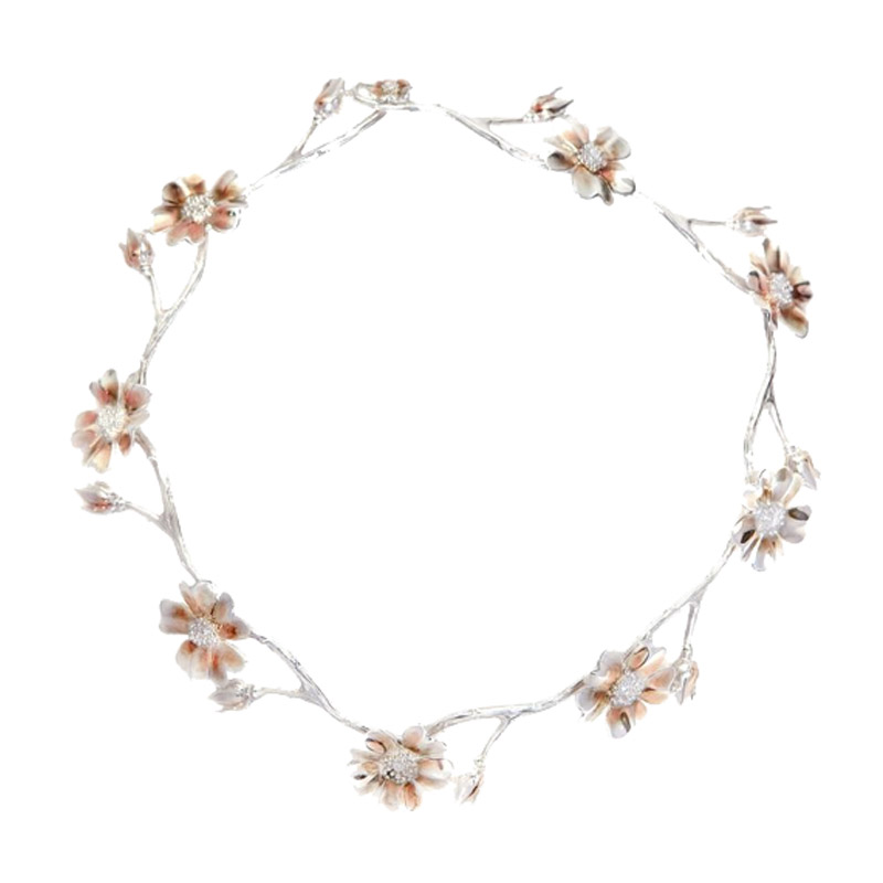 DOG ROSE NECKLACE